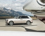 2019 Rolls-Royce Cullinan (Color: White Sands) Side Wallpapers 150x120 (45)