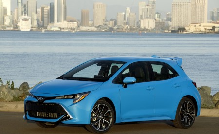 2019 Toyota Corolla Hatchback Front Three-Quarter Wallpapers 450x275 (24)