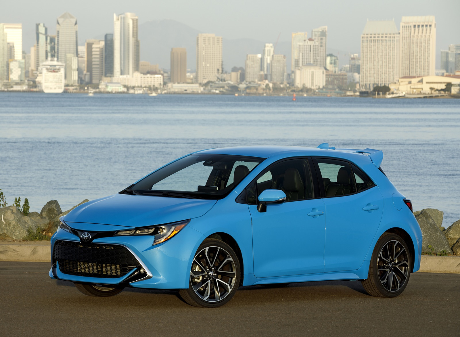 2019 Toyota Corolla Hatchback Front Three-Quarter Wallpapers #24 of 75