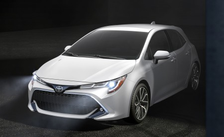 2019 Toyota Corolla Hatchback Front Three-Quarter Wallpapers 450x275 (10)