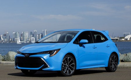 2019 Toyota Corolla Hatchback Front Three-Quarter Wallpapers 450x275 (23)
