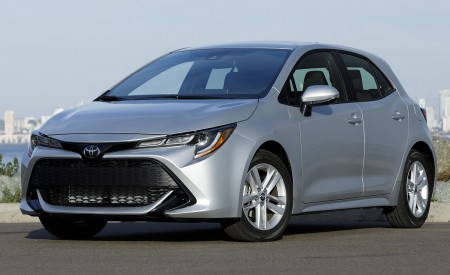 2019 Toyota Corolla Hatchback Front Three-Quarter Wallpapers 450x275 (55)