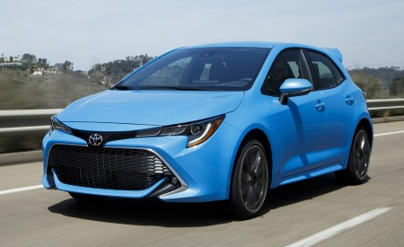 2019 Toyota Corolla Hatchback Front Three-Quarter Wallpapers 450x275 (22)