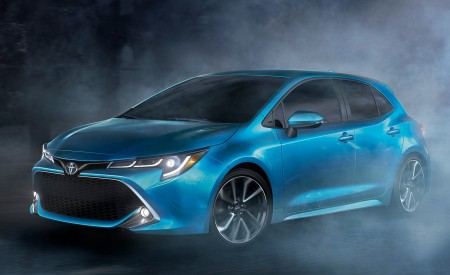 2019 Toyota Corolla Hatchback Front Three-Quarter Wallpapers 450x275 (4)