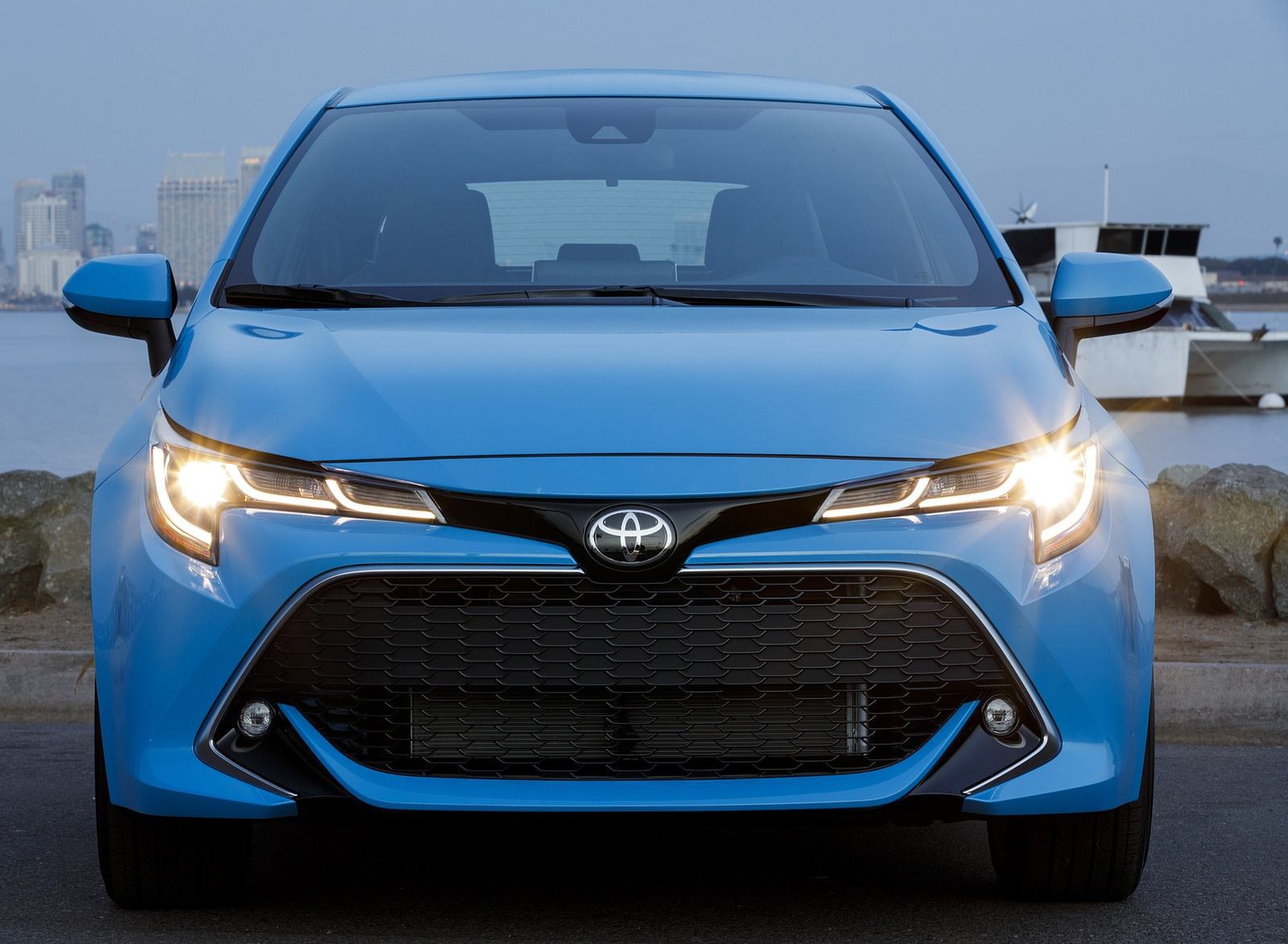 2019 Toyota Corolla Hatchback Front Wallpapers #32 of 75