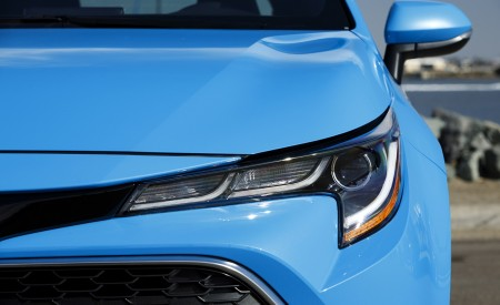 2019 Toyota Corolla Hatchback Headlight Wallpapers 450x275 (35)
