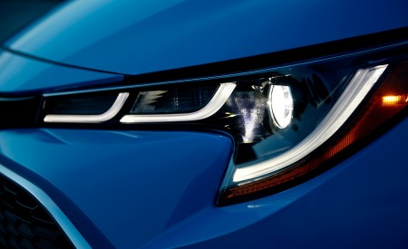 2019 Toyota Corolla Hatchback Headlight Wallpapers 450x275 (12)