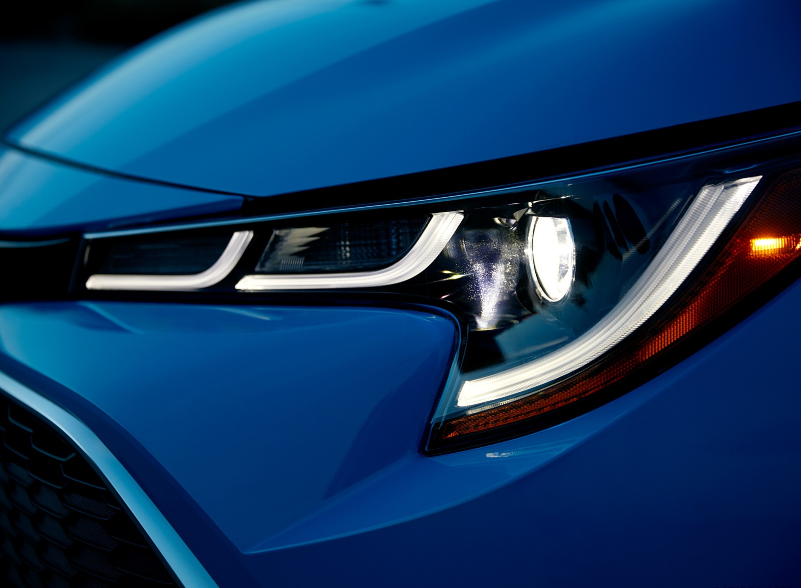 2019 Toyota Corolla Hatchback Headlight Wallpapers #12 of 75