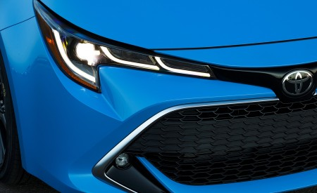 2019 Toyota Corolla Hatchback Headlight Wallpapers 450x275 (34)