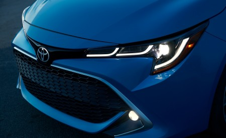 2019 Toyota Corolla Hatchback Headlight Wallpapers 450x275 (11)