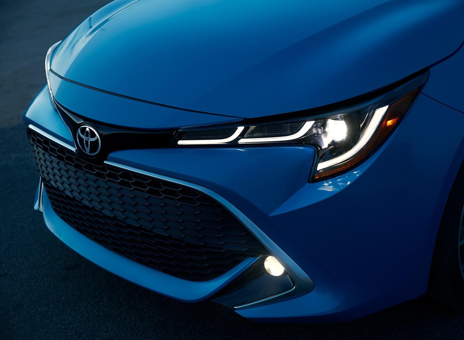 2019 Toyota Corolla Hatchback Headlight Wallpaper (11)