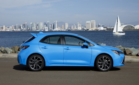 2019 Toyota Corolla Hatchback Side Wallpapers 450x275 (25)