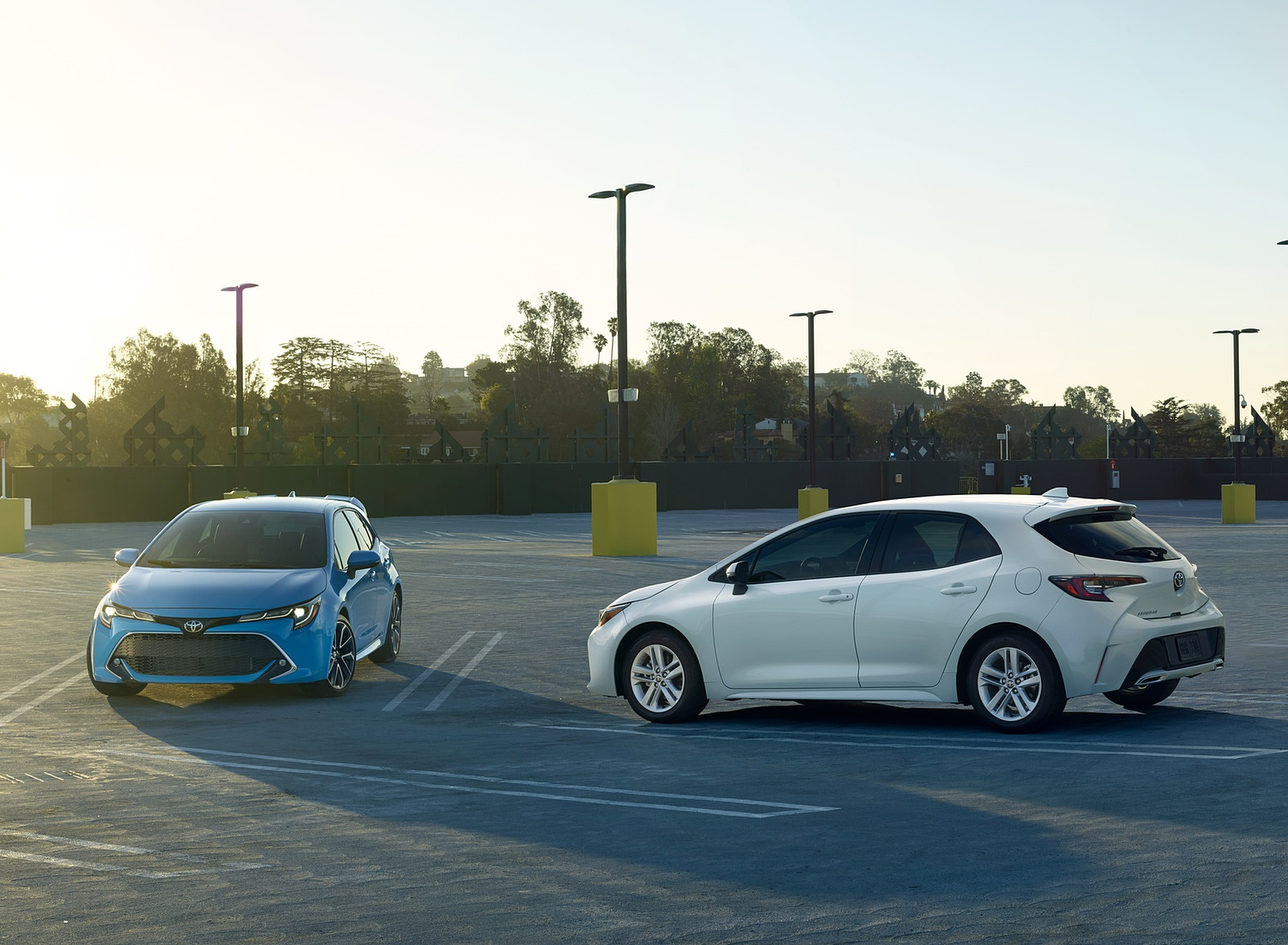 2019 Toyota Corolla Hatchback Side Wallpapers (2)
