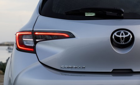 2019 Toyota Corolla Hatchback Tail Light Wallpapers 450x275 (65)