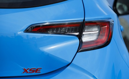 2019 Toyota Corolla Hatchback Tail Light Wallpapers 450x275 (37)