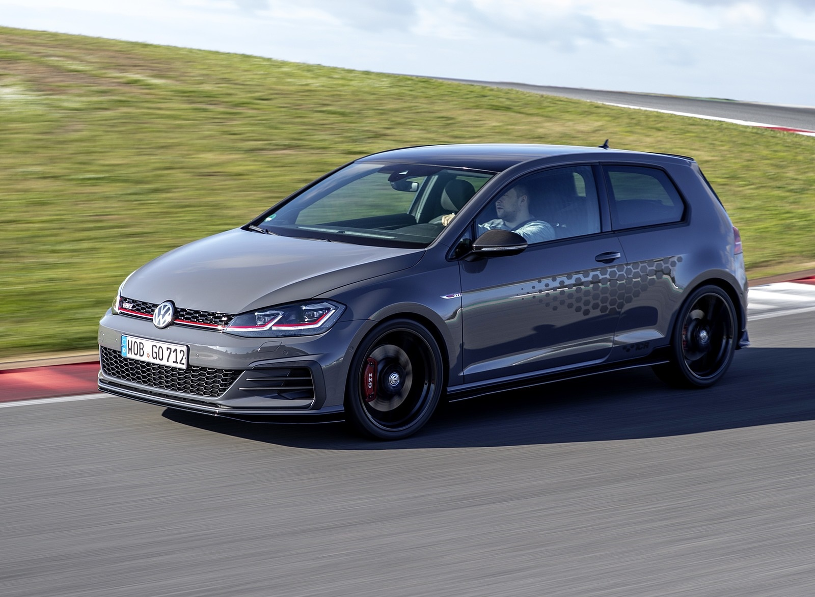 2019 Volkswagen Golf GTI TCR Front Three-Quarter Wallpapers (13)