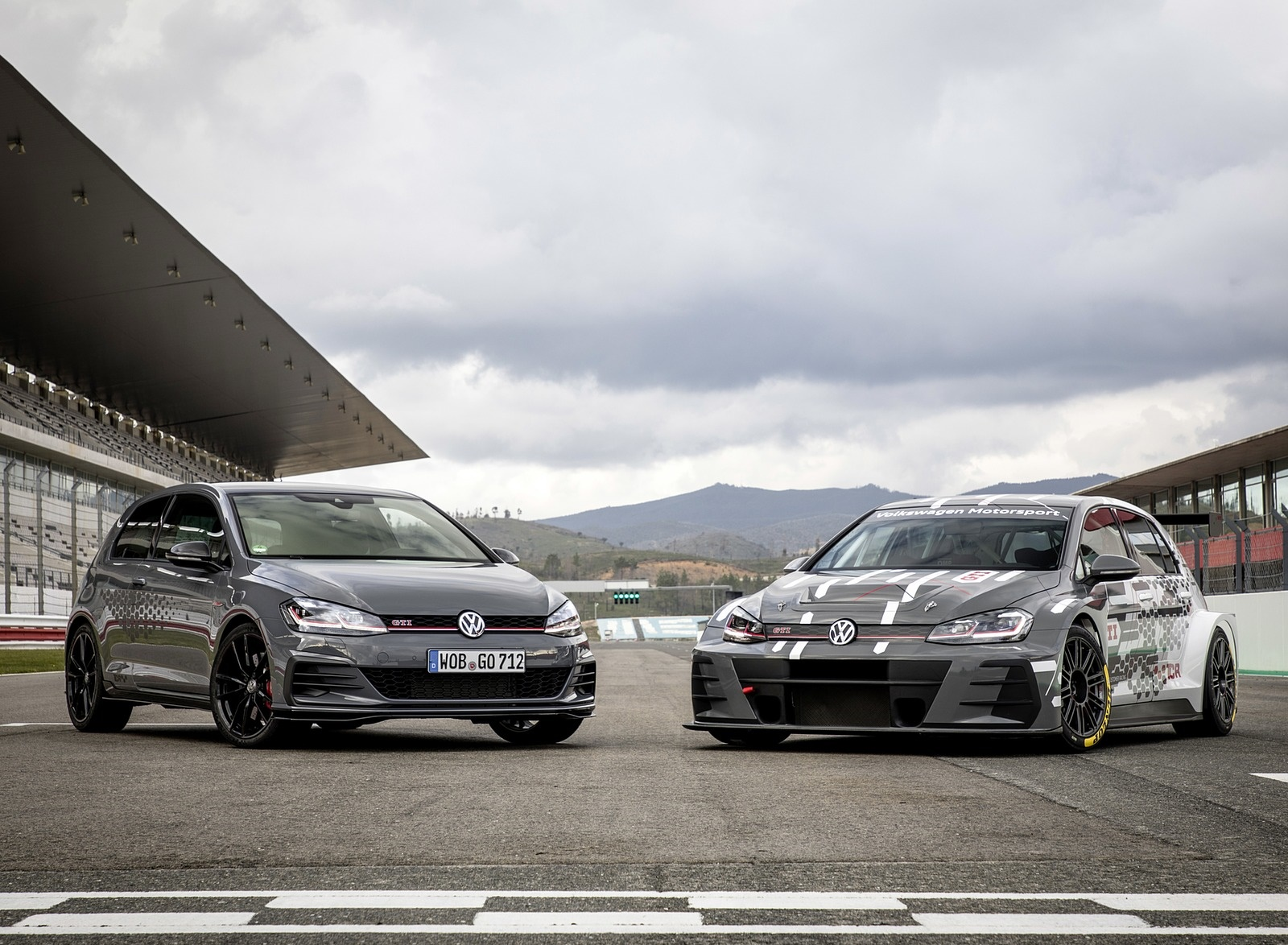 2019 Volkswagen Golf GTI TCR Front Three-Quarter Wallpapers (11)
