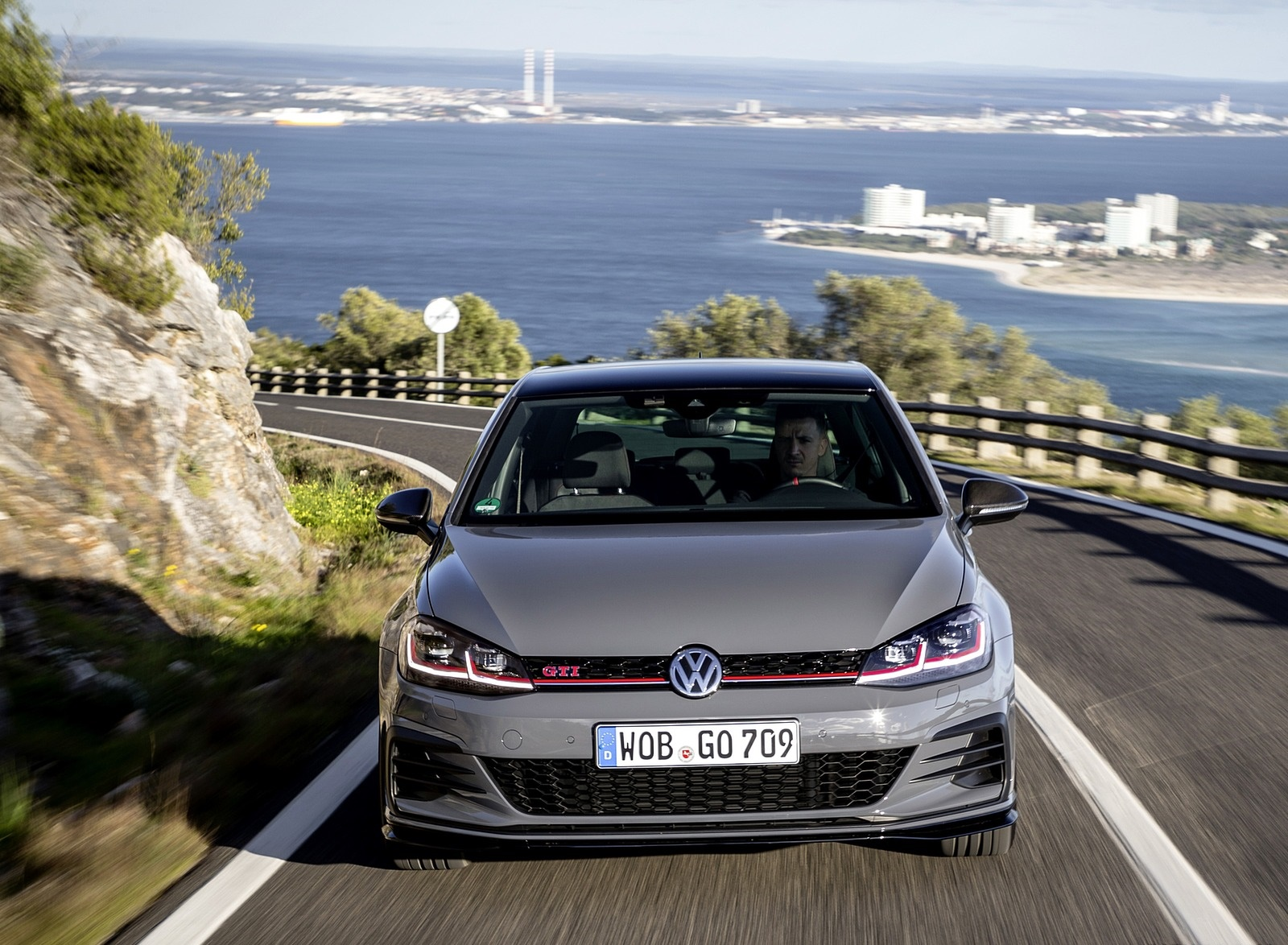 2019 Volkswagen Golf GTI TCR Front Wallpapers (15)
