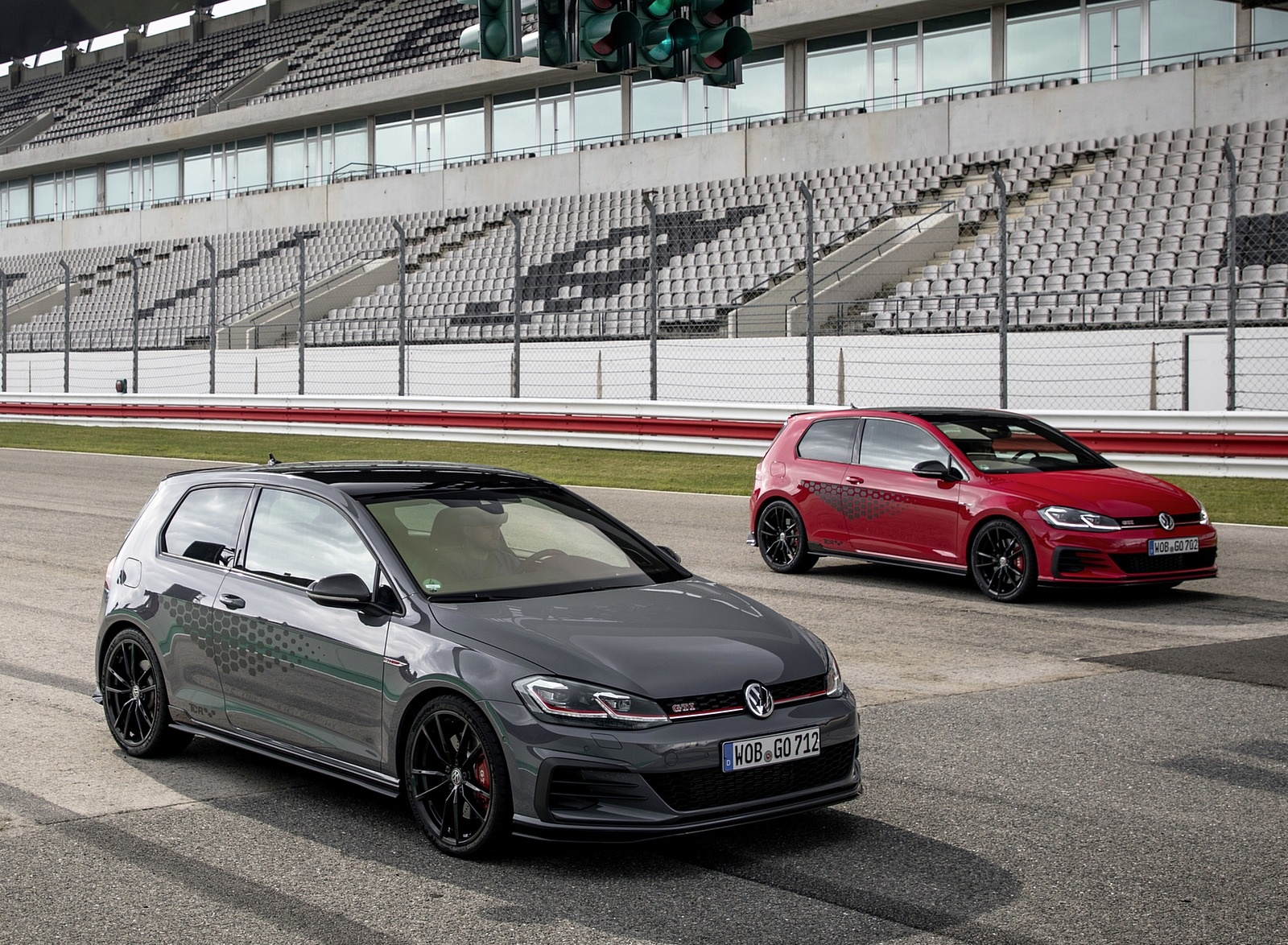 2019 Volkswagen Golf GTI TCR Front Wallpapers (9)