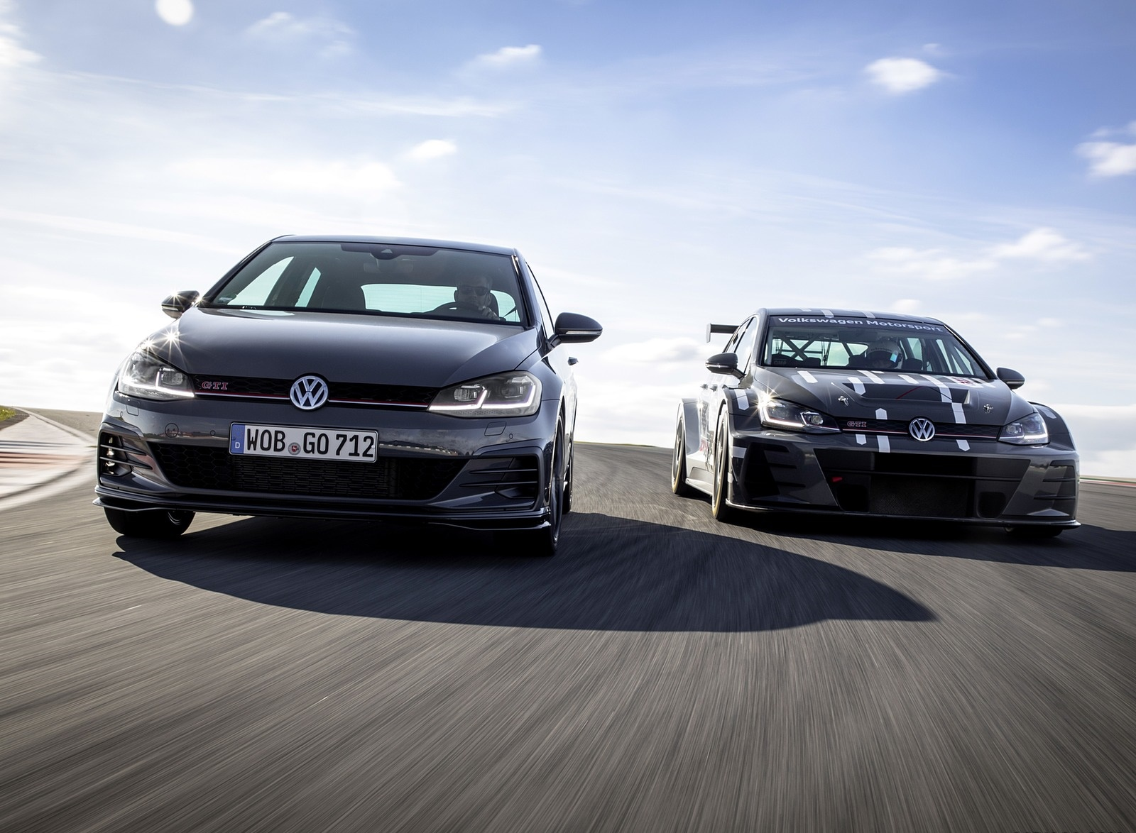 2019 Volkswagen Golf GTI TCR Front Wallpapers (4)