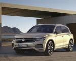 2019 Volkswagen Touareg Front Three-Quarter Wallpapers 150x120 (17)