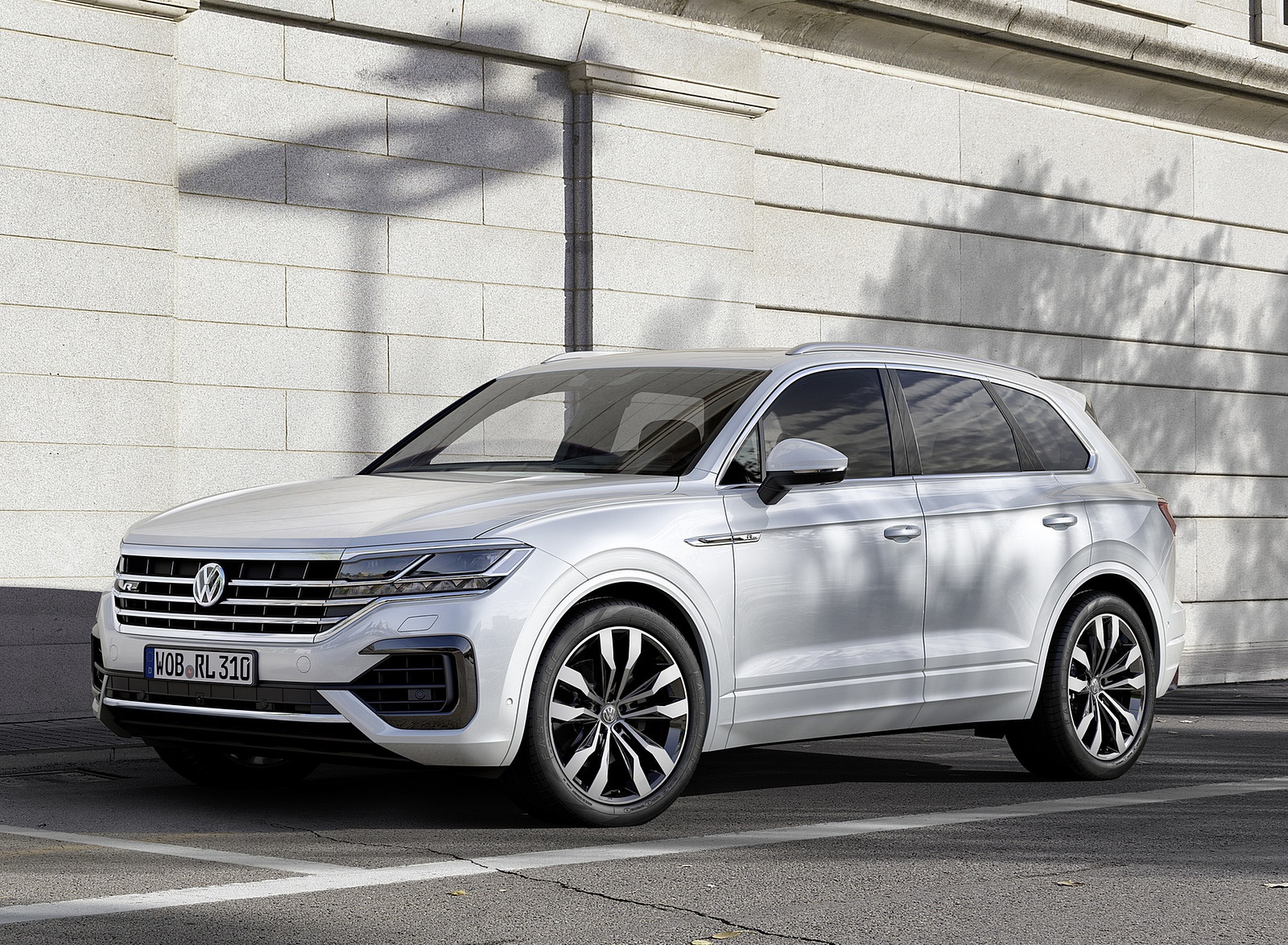 2019 Volkswagen Touareg R-Line Front Three-Quarter Wallpapers (3)