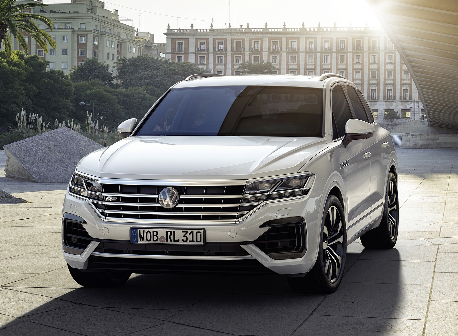 2019 Volkswagen Touareg R-Line Front Wallpapers (4)