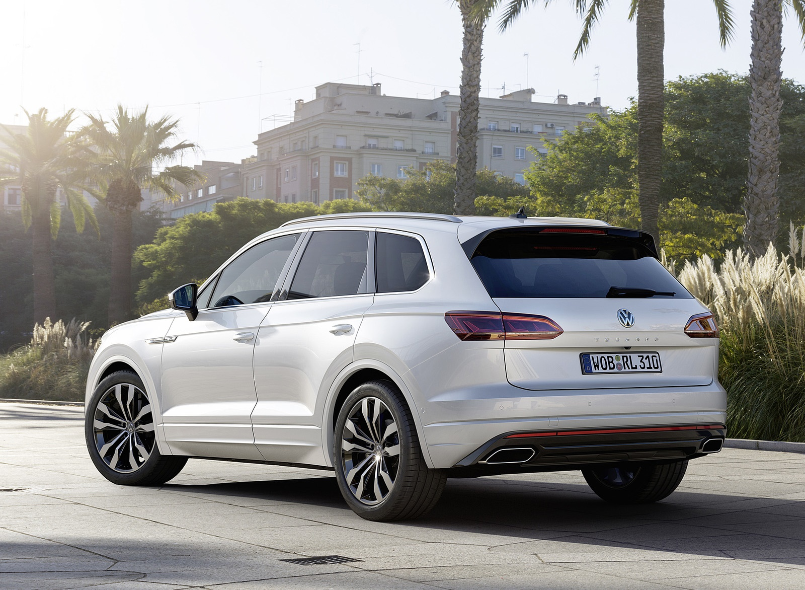 2019 Volkswagen Touareg R-Line Rear Three-Quarter Wallpapers (5)