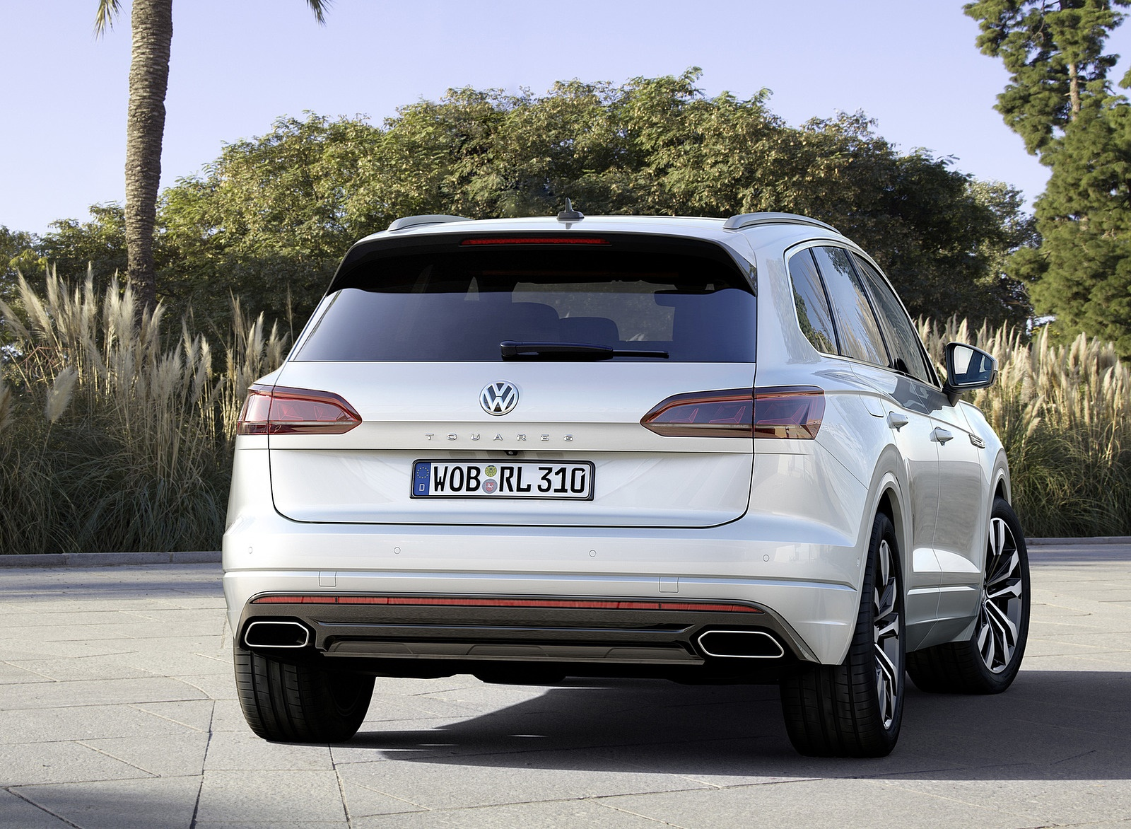 2019 Volkswagen Touareg R-Line Rear Wallpapers (6)