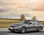 2020 BMW 330e Plug-in Hybrid Front Three-Quarter Wallpapers 150x120 (23)