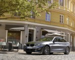 2020 BMW 330e Plug-in Hybrid Front Three-Quarter Wallpapers 150x120 (39)