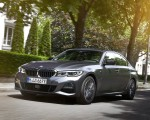 2020 BMW 330e Plug-in Hybrid Front Three-Quarter Wallpapers 150x120 (15)