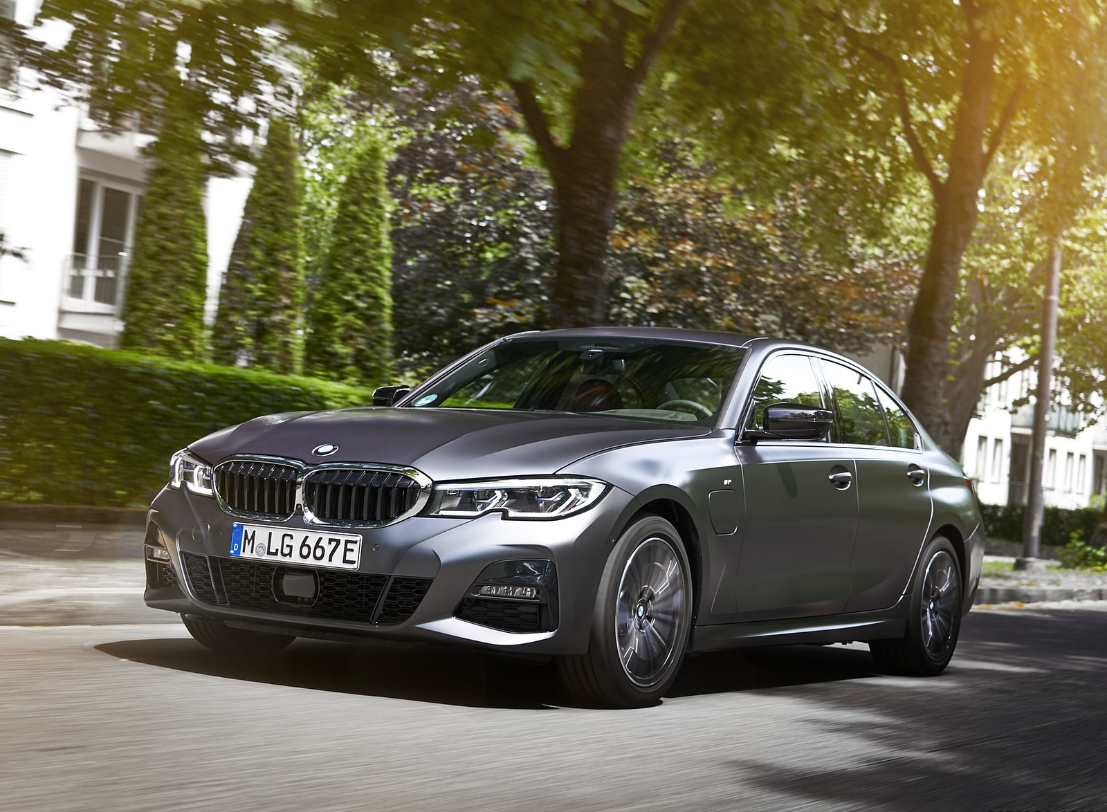2020 BMW 330e Plug-in Hybrid Front Three-Quarter Wallpapers (15)