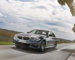 2020 BMW 330e Plug-in Hybrid Front Three-Quarter Wallpapers 150x120 (2)