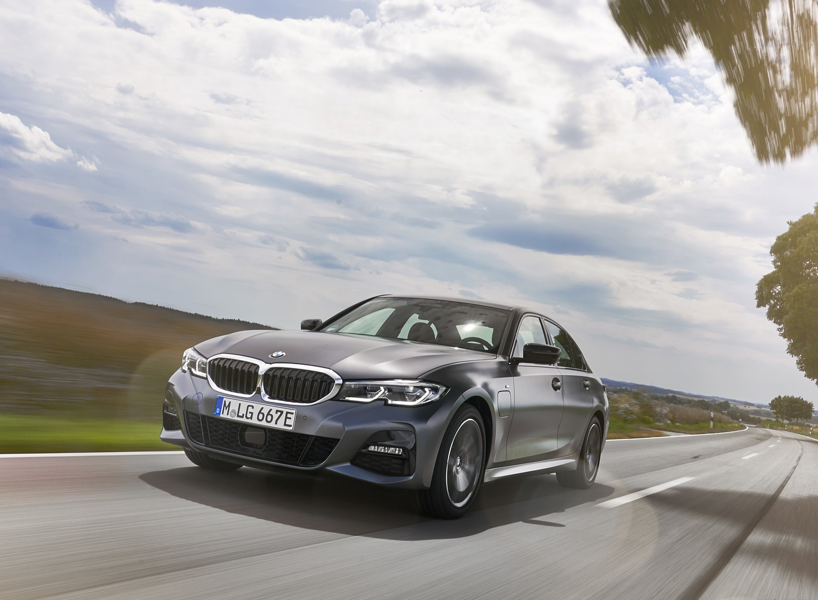 2020 BMW 330e Plug-in Hybrid Front Three-Quarter Wallpapers (2)