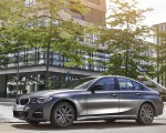 2020 BMW 330e Plug-in Hybrid Front Three-Quarter Wallpapers 150x120 (40)