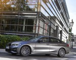 2020 BMW 330e Plug-in Hybrid Front Three-Quarter Wallpapers 150x120 (28)