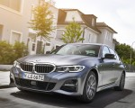 2020 BMW 330e Plug-in Hybrid Front Three-Quarter Wallpapers 150x120 (17)