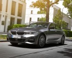 2020 BMW 330e Plug-in Hybrid Front Three-Quarter Wallpapers 150x120 (19)