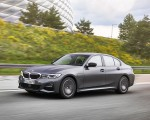 2020 BMW 330e Plug-in Hybrid Front Three-Quarter Wallpapers 150x120 (21)