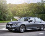 2020 BMW 330e Plug-in Hybrid Front Three-Quarter Wallpapers 150x120 (22)