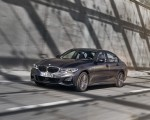 2020 BMW 330e Plug-in Hybrid Front Three-Quarter Wallpapers 150x120 (29)