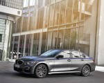 2020 BMW 330e Plug-in Hybrid Front Three-Quarter Wallpapers 150x120 (24)