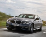 2020 BMW 330e Plug-in Hybrid Front Three-Quarter Wallpapers 150x120 (3)