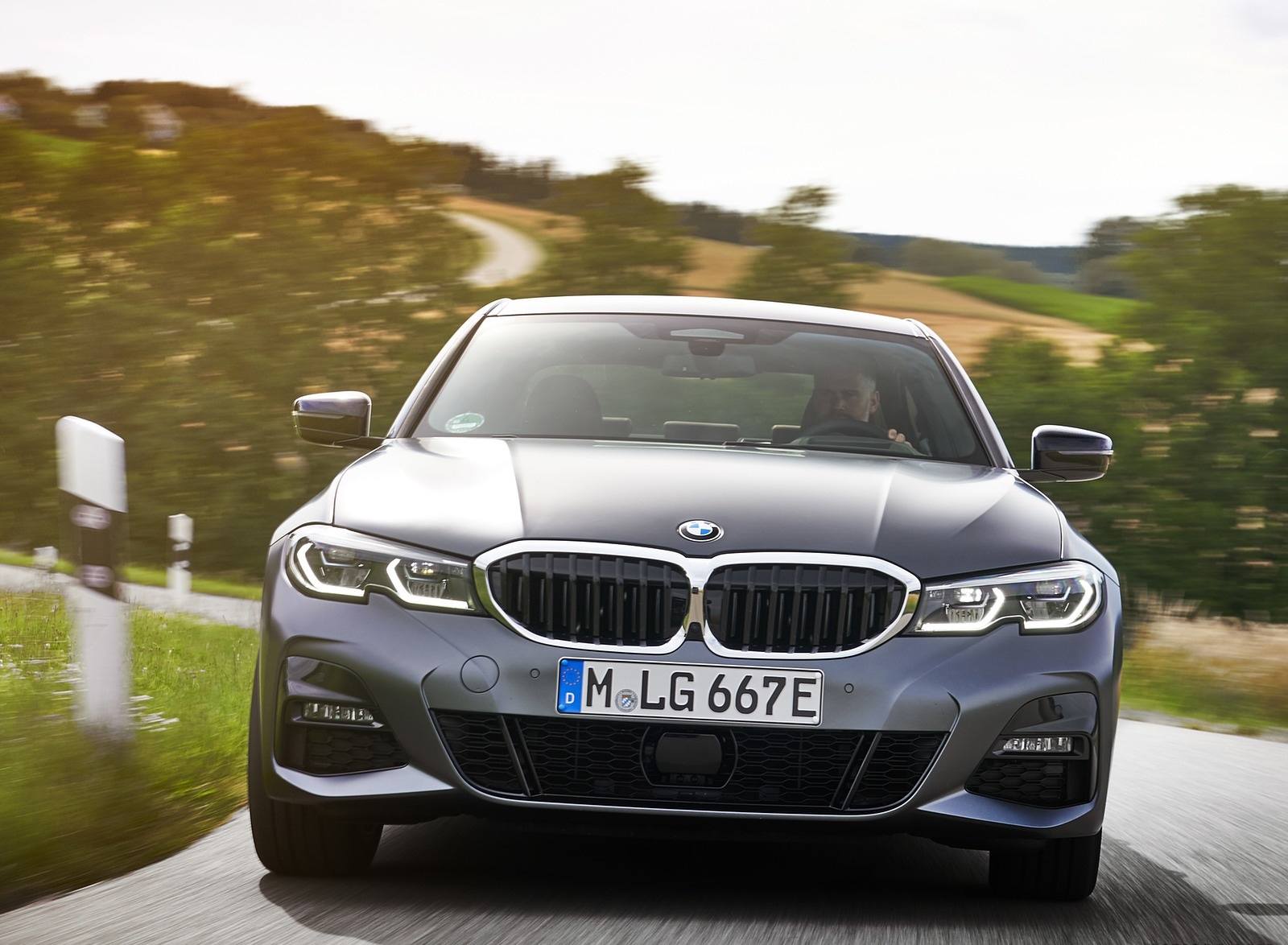 2020 BMW 330e Plug-in Hybrid Front Wallpapers (4)