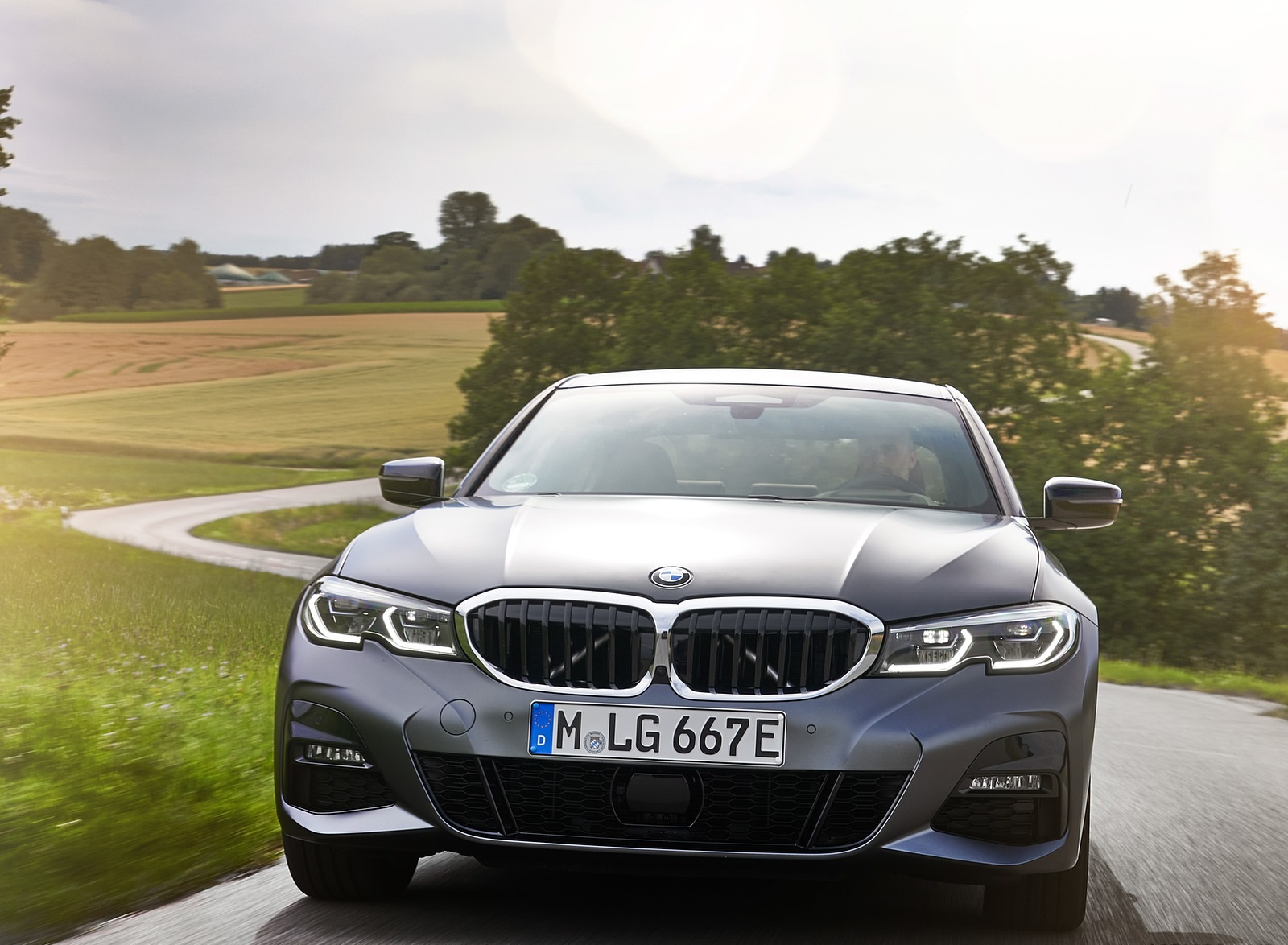 2020 BMW 330e Plug-in Hybrid Front Wallpapers (6)