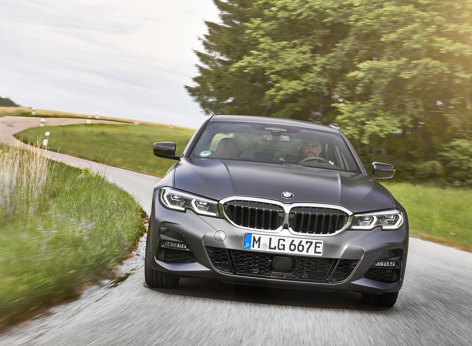 2020 BMW 330e Plug-in Hybrid Front Wallpapers (7)