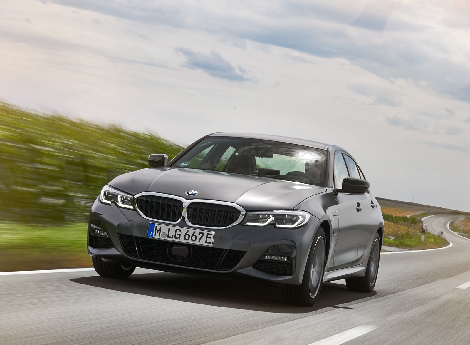 2020 BMW 330e Plug-in Hybrid Front Wallpapers (9)