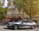 2020 BMW 330e Plug-in Hybrid Side Wallpapers 150x120 (32)