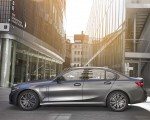 2020 BMW 330e Plug-in Hybrid Side Wallpapers 150x120 (37)